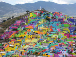 """Par Inauguración del Macromural """"Pachuca se Pinta""""., CC BY 2.0, https://commons.wikimedia.org/w/index.php?curid=44097444"""